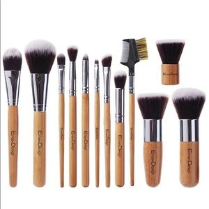 Brand New Wooden Makeup Brushes Set
